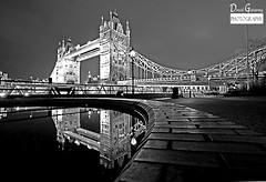 Black & White Tower Bridge (david gutierrez [ www.davidgutierrez.co.uk ]) Tags: city bridge blackandwhite bw reflection london art fountain monochrome thames architecture night towerbridge blackwhite towerhill