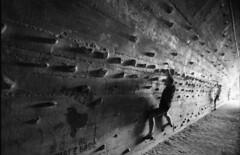 Foixarda (3nt) Tags: barcelona blackandwhite bcn tunnel climbing barcellona biancoenero montjuic nikonfe2 selfdeveloped rolleiretro100 foixarda ciolla nikkorkogaku24mm