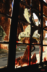 Garage - Vitre sanguine (B.RANZA) Tags: trace histoire waste sanatorium hopital empreinte exil cmc patrimoine urbex disparition abandonedplace mmoire friche centremdicochirurgical