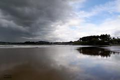 """Bastiagueiro""...un dia de surf... (JBregua Photography) Tags: praia beach nikon playa galicia galiza nubes tormenta reflejos oleiros bastiagueiro nikonistas tecendoredes bregua nikond5000 jbregua nikonistasgalicia flickrstruereflection1 ofurtivodalus"