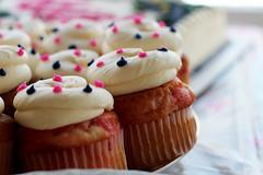 Cupcakes (Starfreak611) Tags: food canon dessert bokeh f14 cupcake