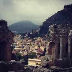 12/05/16 (ordinarynomore) Tags: italy sicily taormina antiquity teatrogreco greekamphitheater facingthesea