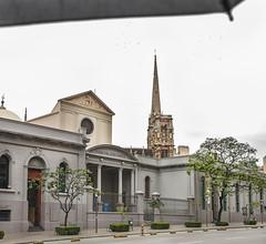 Paseo del Buen Pastor, Crdoba, Argentina. (helensuitsberg) Tags: rain grey lluvia dia paseo paraguas buenpastor nulado