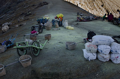 Transferring the load to carts (JohnMawer) Tags: indonesia volcano java jawatimur ijen sempol