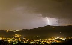 Fiaccole oltre la collina (Galep Iccar) Tags: rain night canon lightning blitz meteo temporale fulmine fulmini