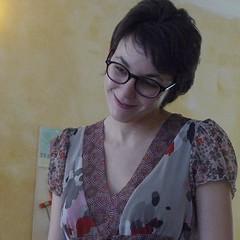 Chiara - caff Al Varco (Alberto Cameroni) Tags: portrait closeup d snapshot sorriso chiara ritratto caff toro viso visage larepubblica volto istantanea oroscopo caffletterario cafbohemien alvarco