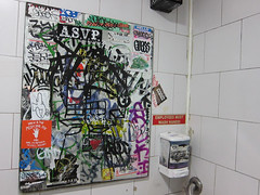 (break.things) Tags: nyc newyorkcity ny newyork bathroom graffiti guess manhattan adek 2esae sye5