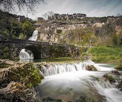 Orbaneja del castillo II (Jose Peral Merino) Tags: ro puente pueblo burgos corriente montes largaexposicin orbanejadelcastillo