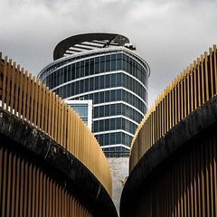 Lyon - Tour et rampes de parking  la Part-Dieu. (Gilles Daligand) Tags: architecture tour lyon parking acces centrecommercial partdieu courbes oxygene exterieur rampes
