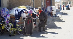 Nomad shopping, Tibet 2015 (reurinkjan) Tags: child tar streetview 2015 paryang tibetautonomousregion tsang  tibetanplateaubtogang tibet tibetanchildrenbtruk himalayamountains tibetannationalitytibetansbodrigs himalaya himalayamtrangerigyhimalaya drongpacounty tibetancustomtraditionbodlugs tibetannationtibetanpeoplebkyimigy womankyemen bm ladyfemalewomanmo moky himalayasrigangchen janreurink  baryangvillage baryang baryangoldtown kubigangri6859m