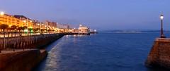 """Santander """"la nuit"""" (alfonsocarlospalencia) Tags: azul de luces noche muelle paseo amarillo hora santander reflejos palacio tamarindos rampa martimo pereda mutilones"""