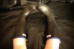 Uniroyal Century (essex_mud_explorer) Tags: black rain century gum legs boots bare rubber wellington wellingtonboots welly wellies rubberboots rainwear gummistiefel wellingtons gumboots madeinbritain rainboots uniroyal barelegs rubberlaarzen rubberwellies