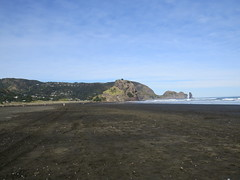 Piha Beach ( North ) 2016 (SKR_Photography) Tags: winter newzealand sun beach sand waves auckland downunder sunnyday waitakere piha 2016 landofthelongwhitecloud northpiha