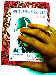 La mano de mi hermano Agustn Calvo me cuida (Txus G) Tags: barcelona madrid slam clown toledo lgbt poesia cabaret queer poeta lesbiana triangulo polipoesia beatrizgimeno aliciagarcia cangrejopistolero niasbien perfopoesia txusgarcia ciscobellabestia agustincalvo mariacastrejn