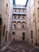 Il cortile d'ingresso della Domus Magna, sede della biblioteca musicale