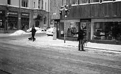 Monterosso (hyppoka) Tags: street leica city urban blackandwhite bw film monochrome analog finland helsinki fuji pedestrian rangefinder scan 150 neopan400 rodinal m6 fredrikinkatu punavuori selfdeveloped carlzeiss zmbiogon352t