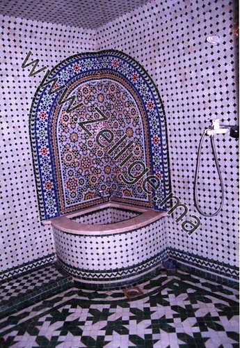 fontaine en zellige marocain du coin dans une salle de bain - Zellige Marocain Salle De Bain