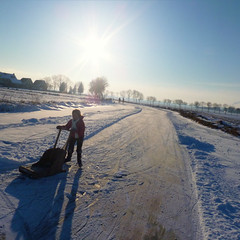 Girl skating behind her push sled in Broek in Waterland (Bn) Tags: blue winter sunset sun sunlight snow playing cold holland ice boys netherlands colors dutch kids geotagged zonsondergang ray child natural horizon skating hans freezing 7 enjoy sled zon skates graden colder waterland slee kou ijs schaatsen weer koud monnickendam holysloot broekinwaterland ijspret hendrick brinker elfstedentocht broek tafereel koek ransdorp slede vriezen natuurijs weilanden uitdam buikslotermeer avercamp zopie geo:lat=52426848 ijzers geo:lon=4992122 hockeyen avercamps galgouw broekergouw