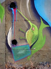 (buscando hojas que sólo brotan en la lluvia) (Felipe Smides) Tags: bird hojas lluvia agua mural alma cuerpos dolores sangre pintura pajarito muralismo elprincipito esencias smides felipesmides