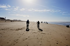 february on the beach (5) (Matthieu Verhoeven - Photographer -) Tags: blue sea sky beach strand landscape nikon blauw zee biking biker lucht moutain fietsen d3 landschap egmond tegenlicht mountainbiker nikkor1424 matthieuverhoevenfotografie 1424bike