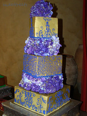 Elegant gold with purple (SweetTreets) Tags: weddingcake tieredweddingcake elegantweddingcake modernweddingcake goldweddingcake