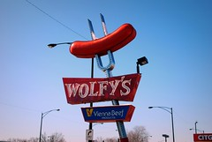 Wolfy's (Cragin Spring) Tags: vienna city urban chicago sign restaurant illinois midwest beef fastfood chitown fork retro il northside hotdogs pitchfork chicagoillinois chicagoil wolfys
