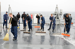 Sailors from the deck and engineering departments aboard U.S. 7th Fleet flagship USS Blue Ridge (LCC 19) clean the weather decks during a fresh water wash down. (Official U.S. Navy Imagery) Tags: water navy engineering down clean deck wash scrub uss broom blueridge admin freshwater eastsea swab informationsystems washdown seaofjapan 7thfleet weatherdecks