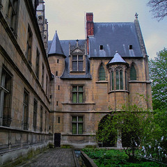 Muse National du Moyen Age Muse de Cluny (Martha MGR) Tags: paris texture arquitetura architecture square arquitecture musedecluny 500x500 mmgr nikoncoolpixs550 saariysqualitypictures marthamgr marthamariagrabnerraymundo marthamgraymundo musenationaldumoyenagemusedecluny