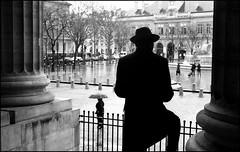 L'homme au chapeau (Punkrocker*) Tags: street leica bw paris film 50mm fuji dr nb summicron 400 neopan m3 502
