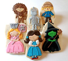 Wizard of OZ cookie set (Sugar Envy) Tags: dorothy cookie scarecrow musical gift clipart wizardofoz tinman favors rubyslippers wickedwitch glinda cowardlylion sugarenvycookies sugarenvy sugarenvynet httpwwwjessicaweiblecom jwillustrations
