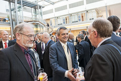José Viegas meets the participants at the Cocktail Reception