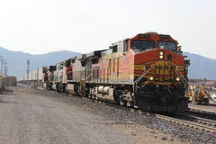 BNSF Z-Train in Tehachapi, CA (CaliforniaRailfan101 Photography) Tags: up ic ns sp unionpacific ge executive bnsf southernpacific norfolksouthern manifest tehachapiloop emd illinoiscentral warbonnet burlingtonnorthernsantafe patched fxe es44dc gevo sd70 ferromex c408w sd70m c409w tehachapipass sd70mac c449w bnsfrailway stacktrain sd70ace es44ac tehachapica es40dc fallenflag bealville c418w foreignpower es44c4 executivesd70mac