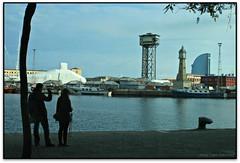 Un full (parella i trio) al Port de Barcelona (Jess Cano Snchez) Tags: barcelona sea espaa canon mar spain mediterranean mediterraneo catalonia catalunya catalua barcelones eos20d portvell efs1855 mediterrania espanya ciutatvella mediterrani marenostrum elsenyordelsbertins enunlugardeflickr hotelvela torredelrellotge torredesantsebastia