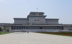 Kumsusan Memorial Palace of the Sun (Mausoleum) (Daniel Brennwald) Tags: kimjongil mausoleum northkorea pyongyang dprk kimilsung nordkorea pjngjang kumsusan palaceofthesun kumsusanmemorialpalaceofthesun