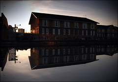 (jordi.martorell) Tags: reflection london water geotagged agua nikon reflejo hackney guessed guesswherelondon 1855mmf3556g aigua reflexe gwl d40 nikond40 guessedbyrobbeer leabanksquare