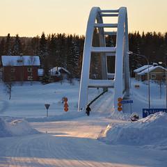 Bridge over Kalix River in Trend (totheforest) Tags: bridge winter snow cold river kyla frozen vinter sweden sunny lv bro sn norrbotten soligt kalixlv nikond90 trend kalixlven kalixriver nikkorafsdx18105mmf3556gedvr