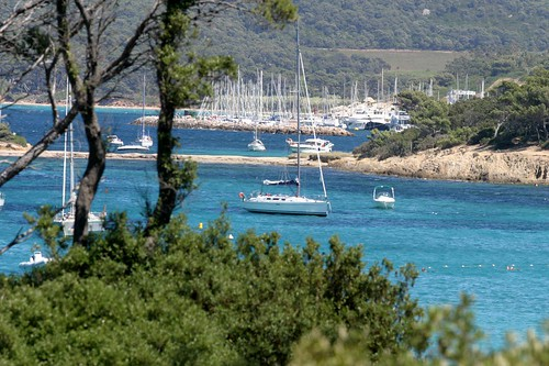 "Le port de Porquerolles • <a style=""font-size:0.8em;"" href=""http://www.flickr.com/photos/77804880@N08/6817829814/"" target=""_blank"">View on Flickr</a>"