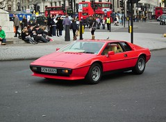 Lotus Esprit (kenjonbro) Tags: uk red london lotus trafalgarsquare 1978 esprit kenjonbro fujihs10 ucn666s