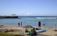 DSC02460 (prietke) Tags: ocean beach clouds umbrella hawaii coast sand waves unitedstates pacific waikiki oahu tourists pacificocean hawaiian hi honolulu waikikibeach kuhio hawaiianislands kuhiobeach kuhiobeachpark