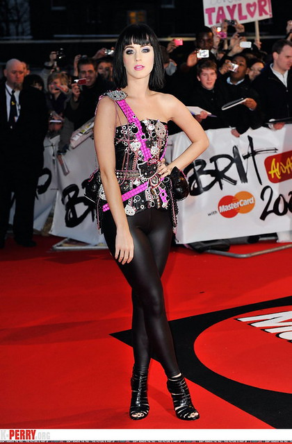 KATY PERRY in leather pants 14