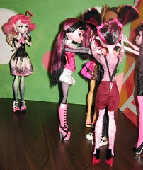16. Venus shows back up to check out her handywork... (imakeitcute) Tags: valentine cupid mh horribly gonewrong lovespell clawd monsterhigh draculaura