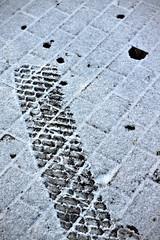 Tire Print in Snow (Sven Festersen) Tags: winter snow germany deutschland kiel schleswigholstein norddeutschland tireprint darktable