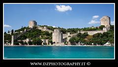 Istanbul - Castello Genovese (Shadow13777) Tags: sea summer turkey mare istanbul nationalgeographic turchia 2011 canon24105f4lis canon5dmkii scattifotografici allegrisinasceosidiventa crocierasulbosforo