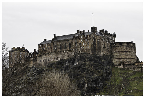 <a href='/i/1957' style='color: #ffffff;'>Edinburgh Castle</a>