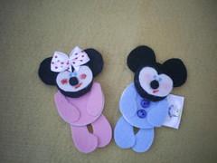 mickey e minnie (Veluarts Atelie) Tags: broche felt bebê feltro aniversário nascimento maternidade ímãs acessórios botões lembrancinhas fieltro