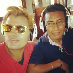 La Iguana y el Garrobo al... (Jaronn Sex) Tags: show radio glasses y glossy blond iguana blonde gloss blondie earphones photooftheday garrobo radiorama uploaded:by=flickstagram instagram:photo=663955621585194973546748426