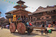 il carro (Benellissimo) Tags: trip nepal color asia piazza colori viaggi viaggio 2012 mondo passeggio indu induismo baktapur avventure induism