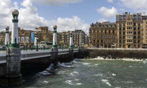Resultado de imagen de san sebastian puente zurriola