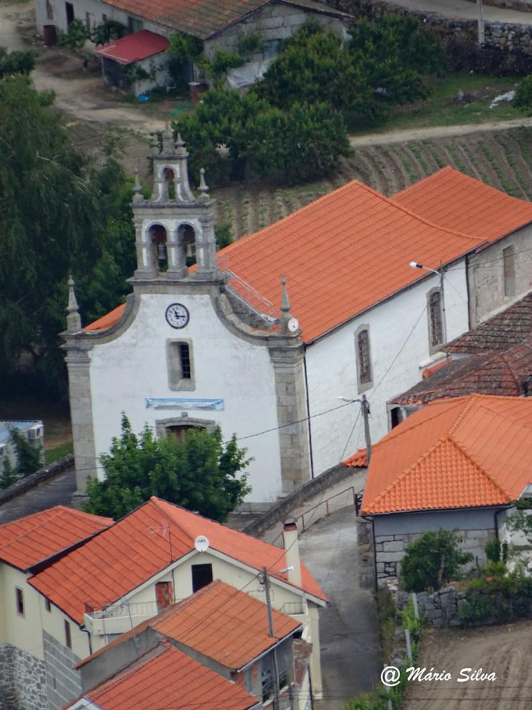 Águas Frias (Chaves) - ... vista da Igreja matriz e o casario à volta ...