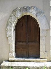 Porte gersoise (Doonia31) Tags: porte pierres bois ouverture ancien marches poigne gers encadrement